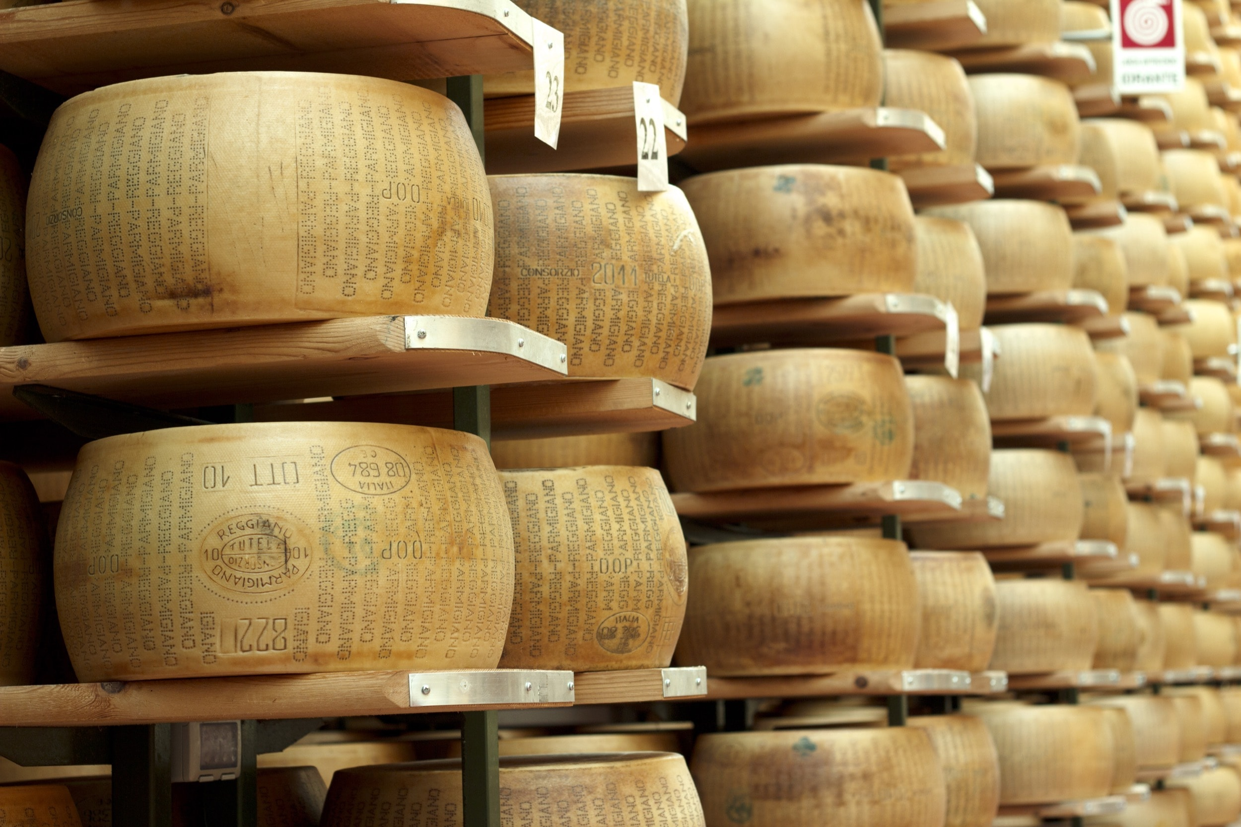 MEULES FROMAGES ITALIE