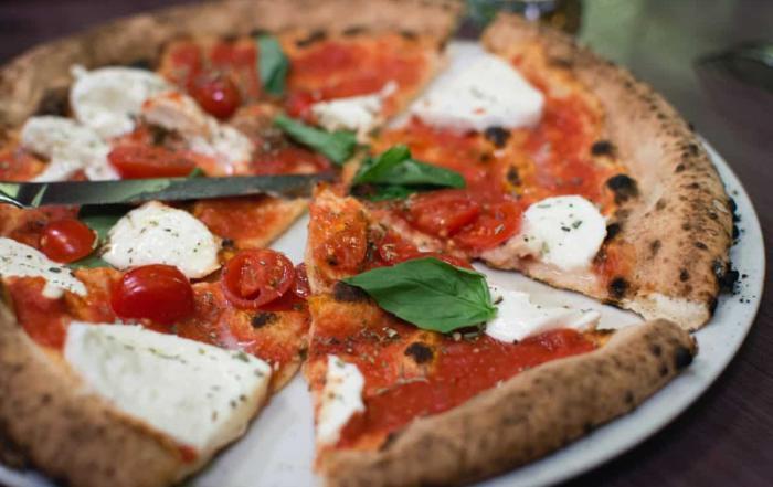mozzarella pizzas